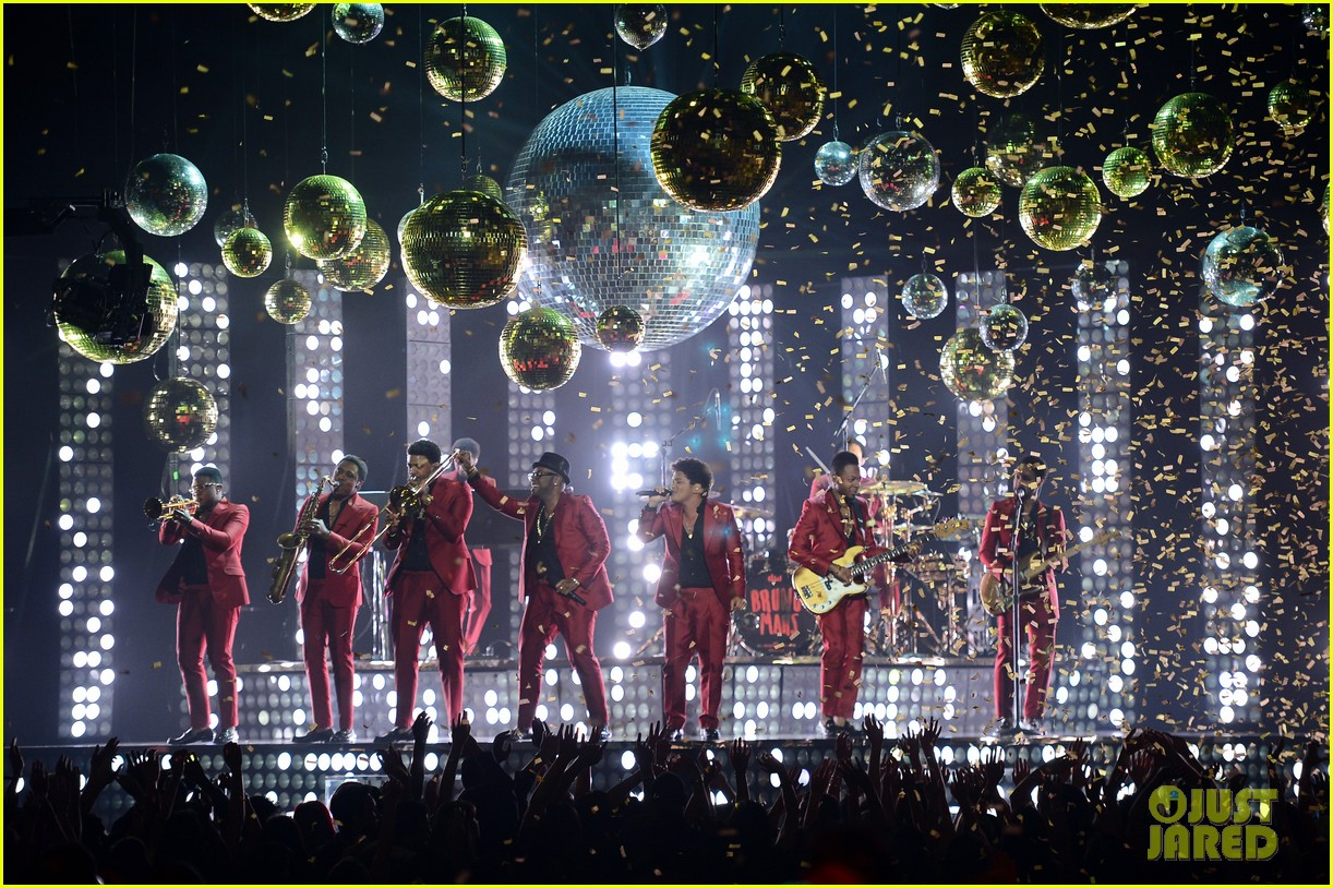 bruno mars billboard music awards 2013 performance video 142874048