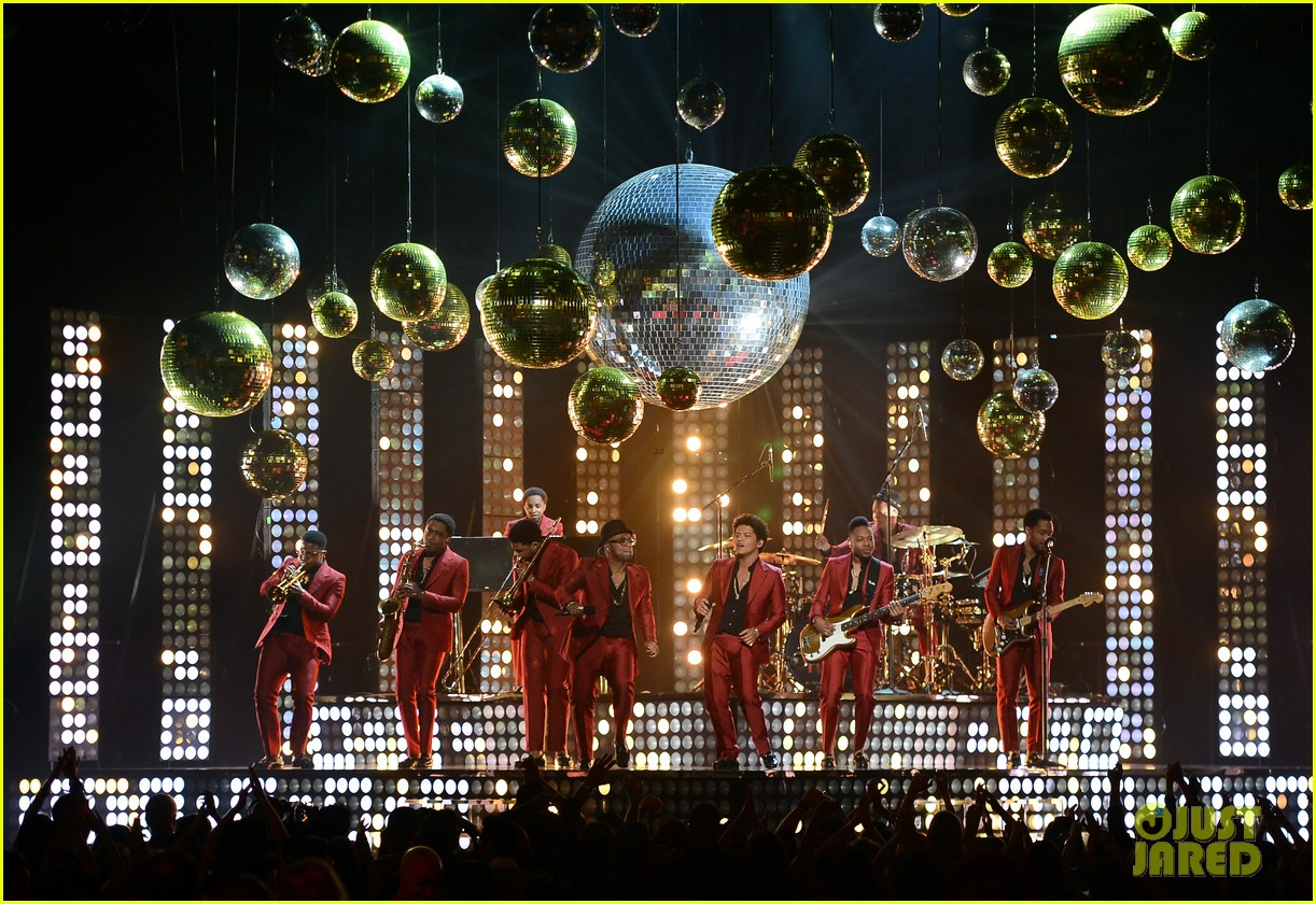 bruno mars billboard music awards 2013 performance video 152874049