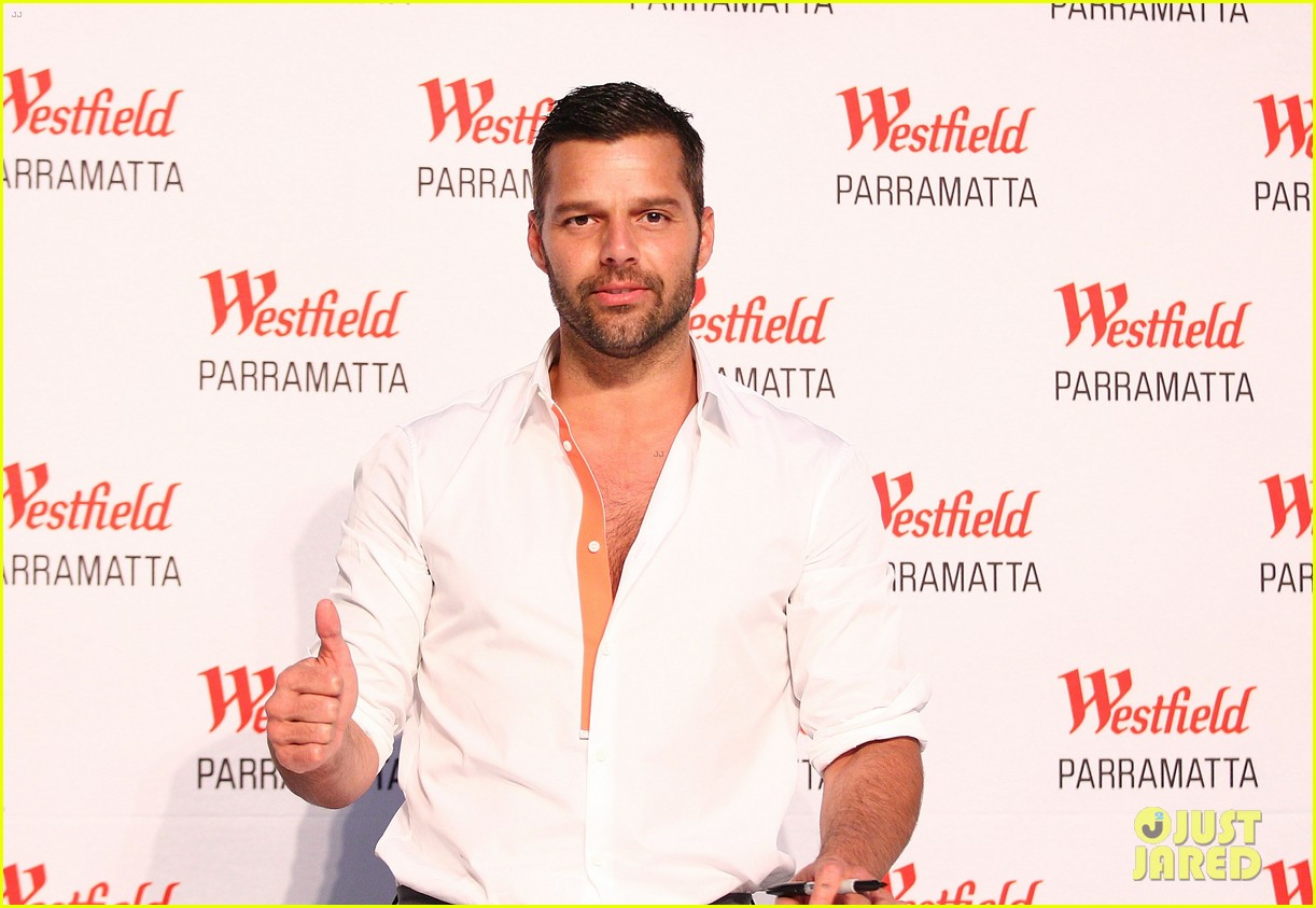 ricky martin meets fans at greatest hits event in australia 01