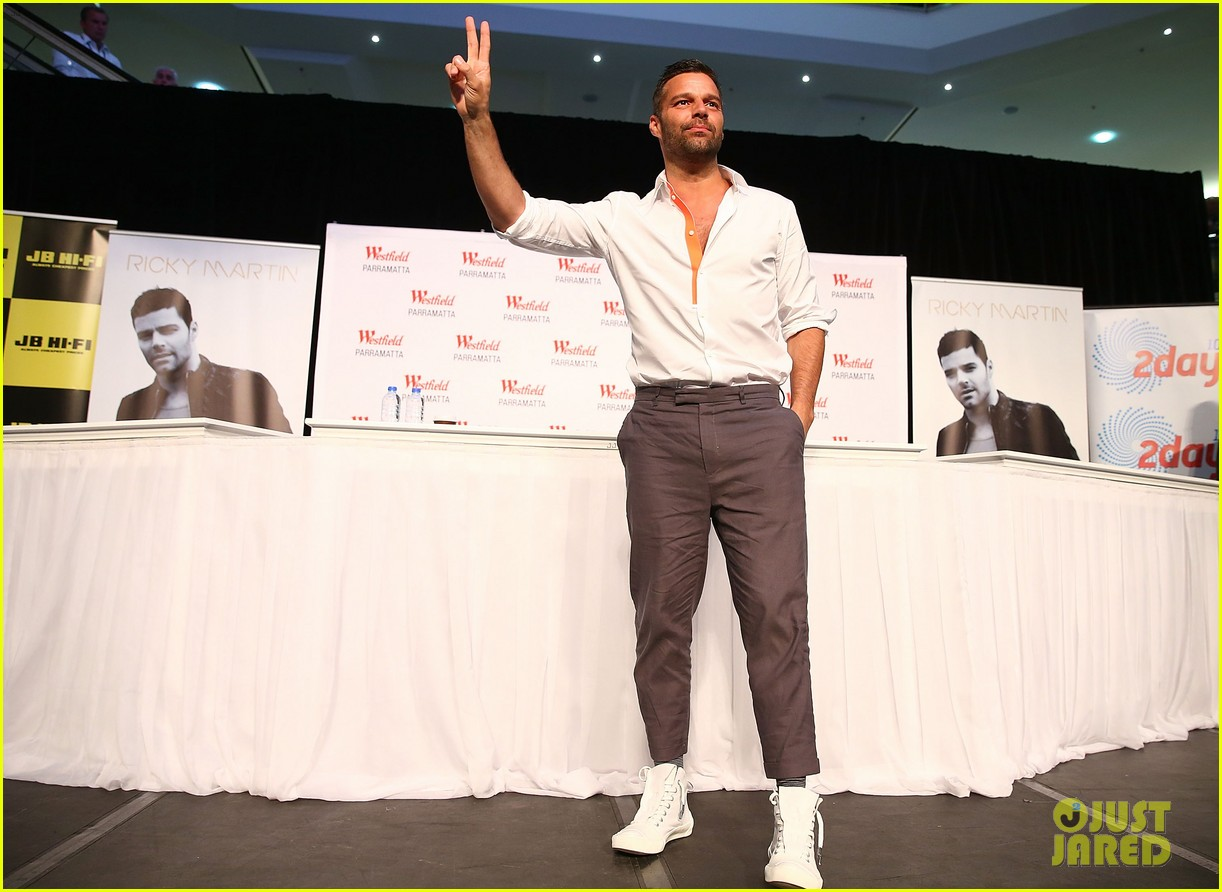 ricky martin meets fans at greatest hits event in australia 032867593