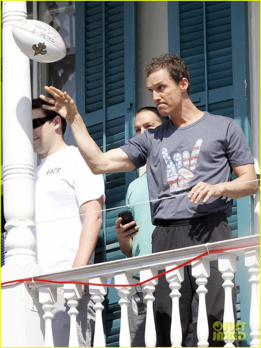 matthew mcconaughey amazing race event with drew brees 222873156
