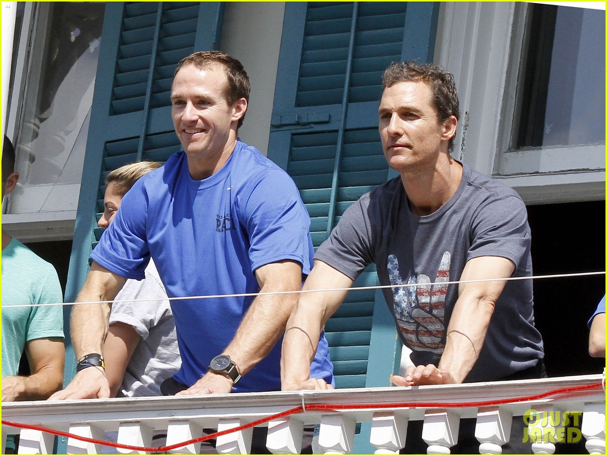 matthew mcconaughey amazing race event with drew brees 232873157