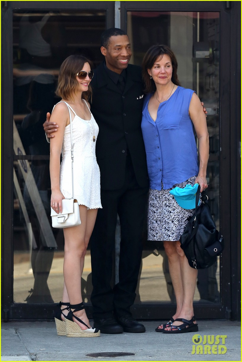 leighton meester mothers day with gossip girl mom 012869710