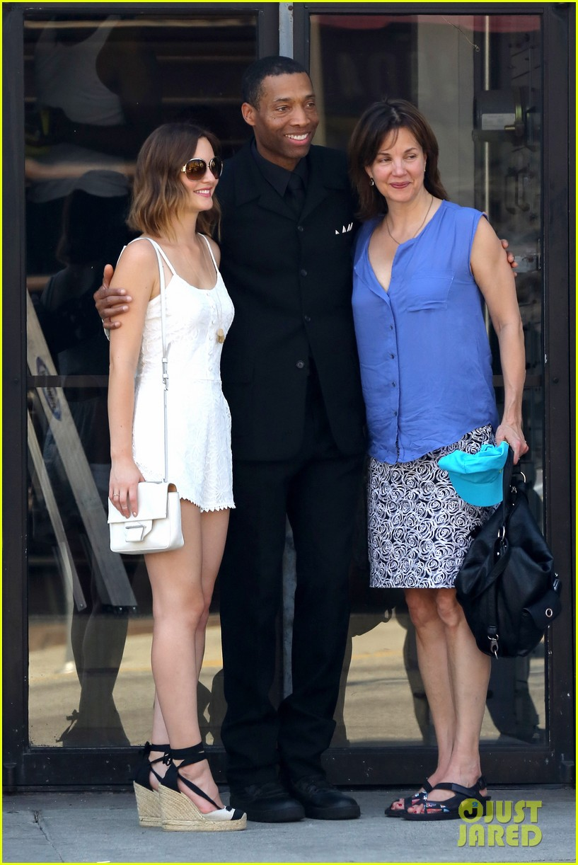 leighton meester mothers day with gossip girl mom 032869712