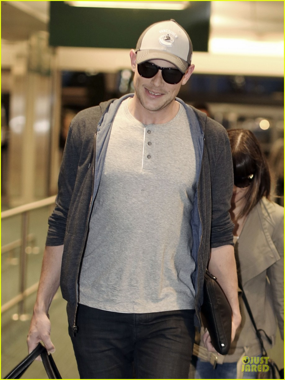 lea michele cory monteith vancouver departing couple 02