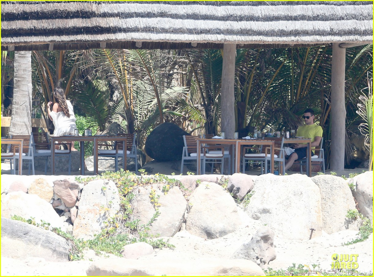 lea michele cory monteith beach lunch in mexico 102866188