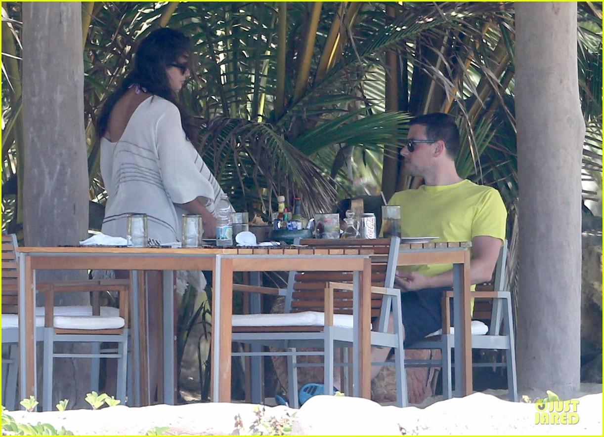 lea michele cory monteith beach lunch in mexico 192866197