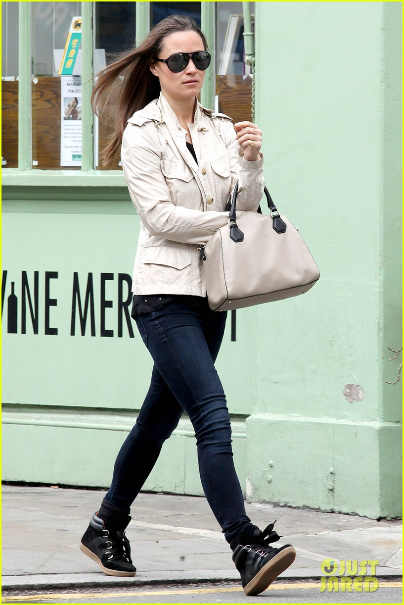 pippa middleton goes casual chic in london 01