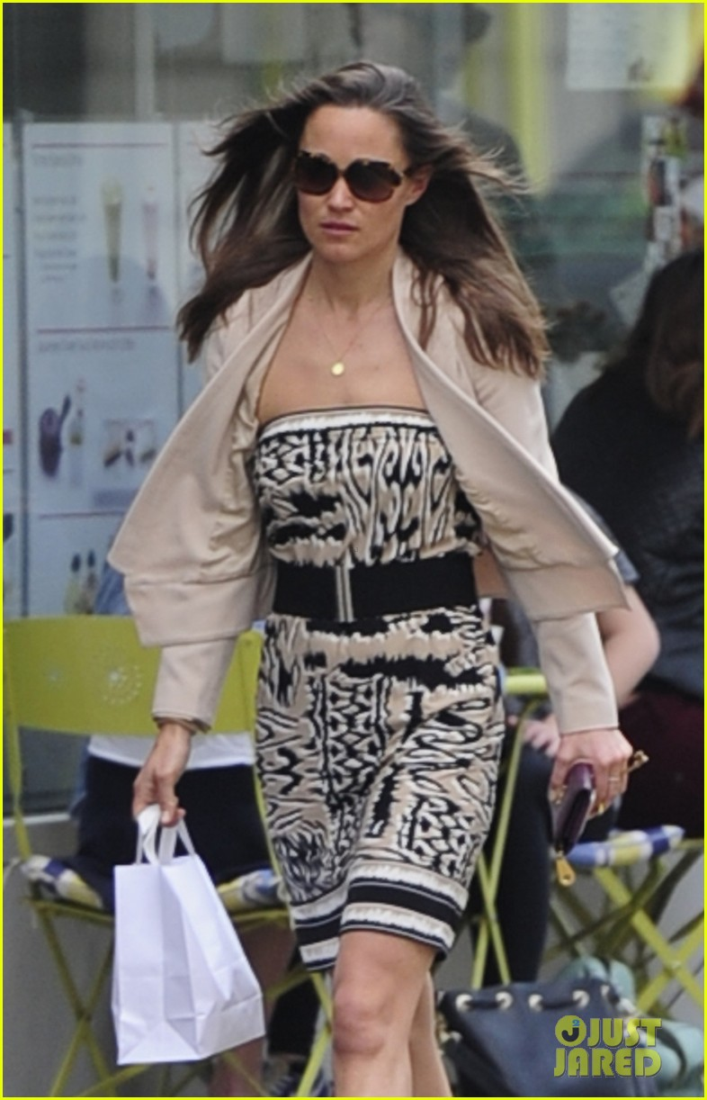 pippa middleton goes casual chic in london 022867235