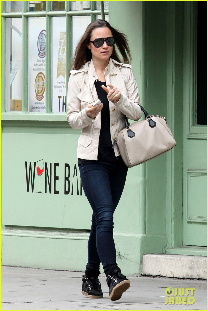 pippa middleton goes casual chic in london 032867236