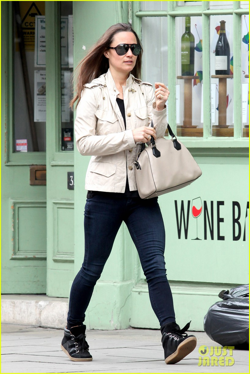 pippa middleton goes casual chic in london 042867237