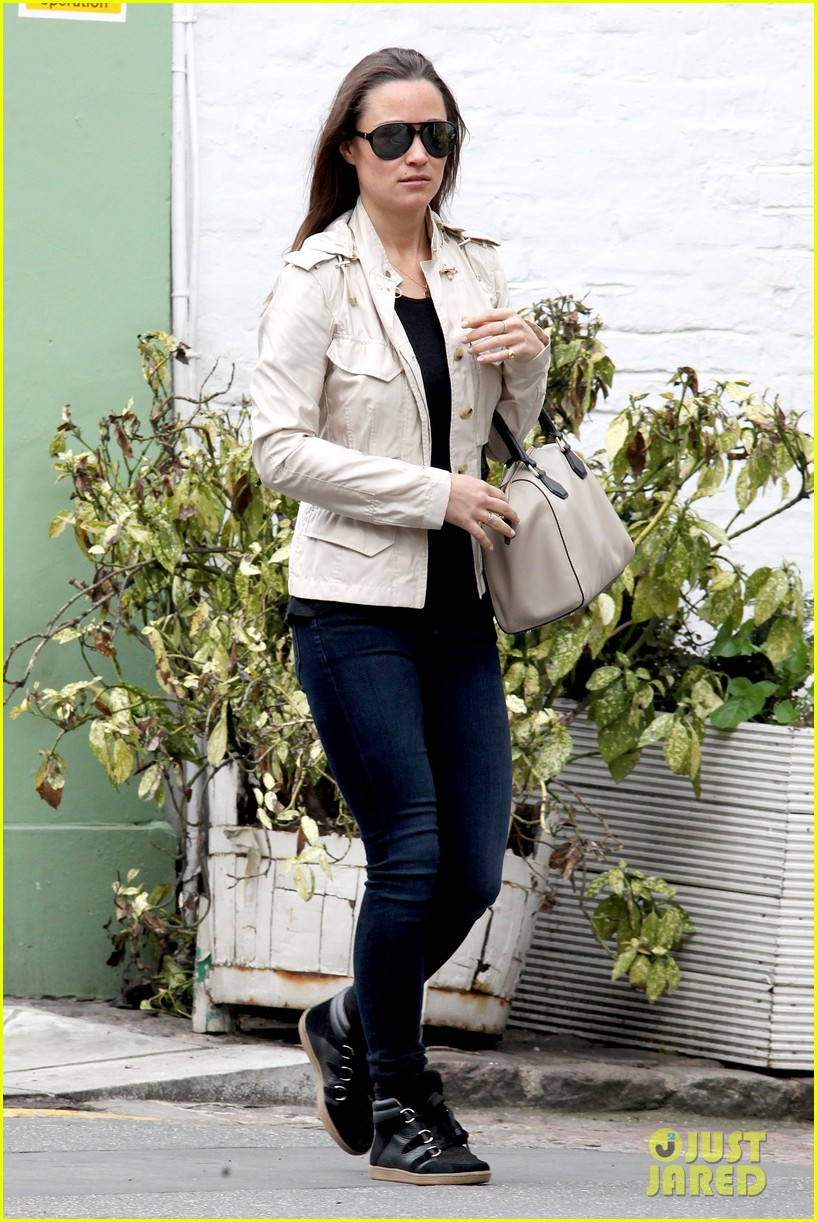 pippa middleton goes casual chic in london 072867240