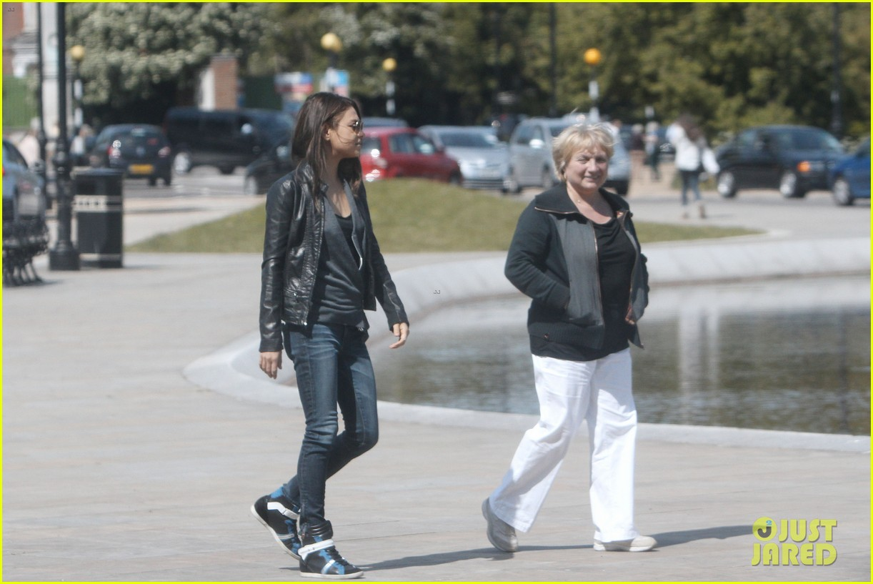 mila kunis takes a london stroll with her parents 072878613