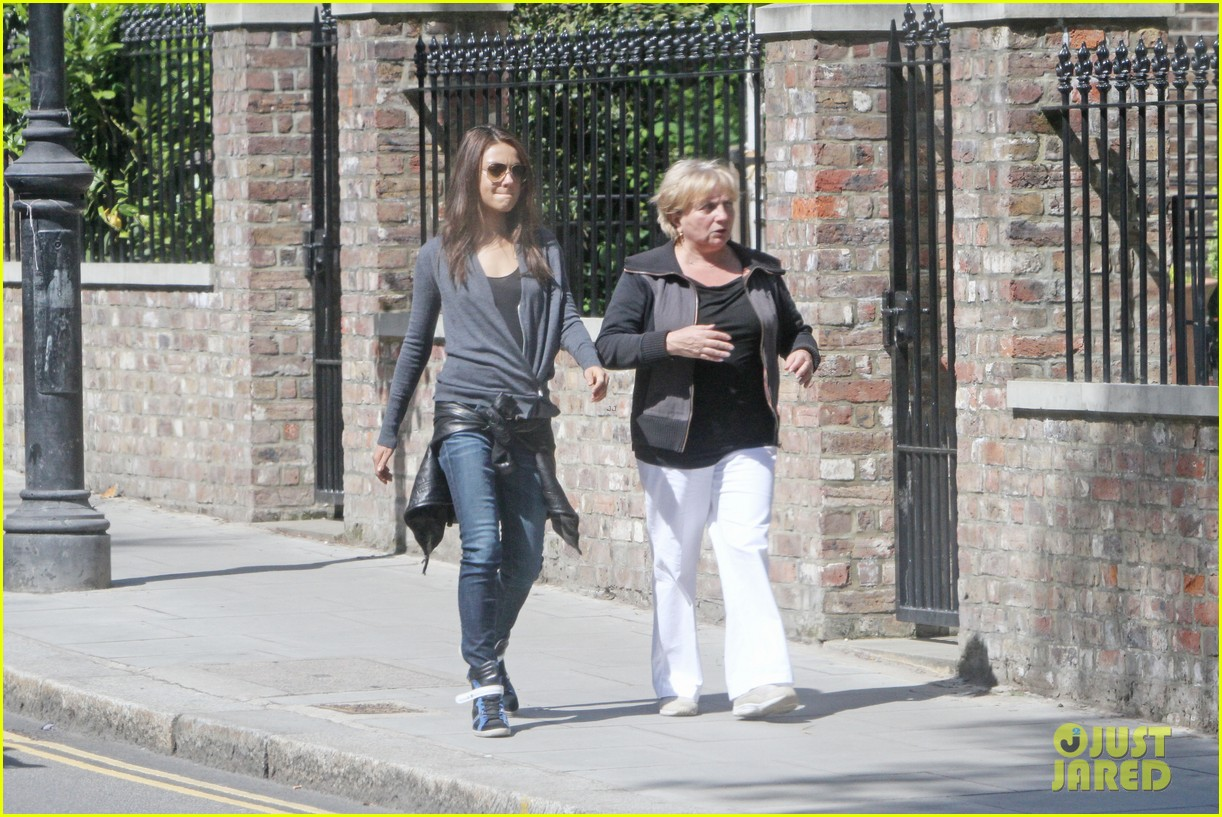 mila kunis takes a london stroll with her parents 142878620