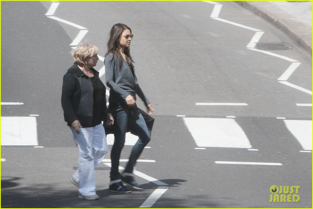 mila kunis takes a london stroll with her parents 162878622