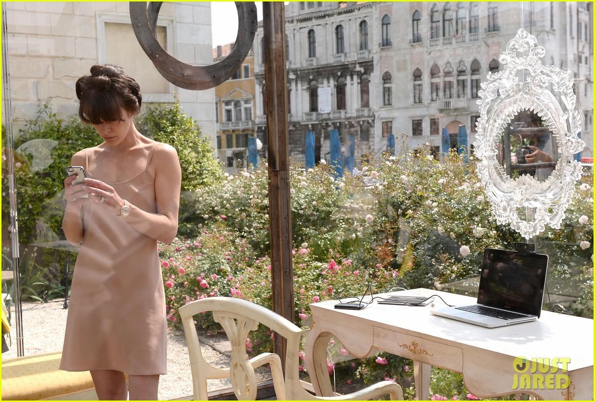 milla jovovich performs in plexiglass for international art exhibition 082879927