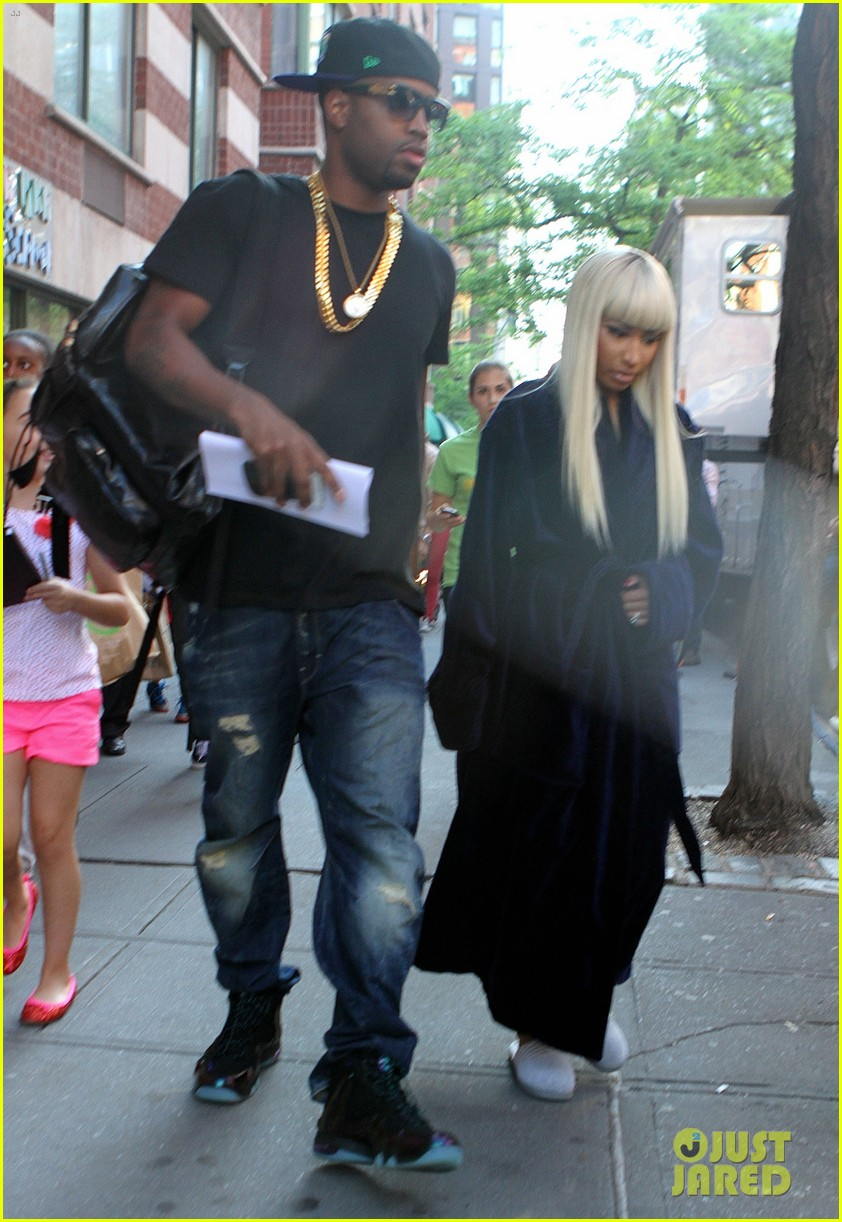 Nicki Minaj Feet Size http://www.justjared.com/photo-gallery/2877599/nicki-minaj-other-woman-set-with-beau-safaree-samuels-03/
