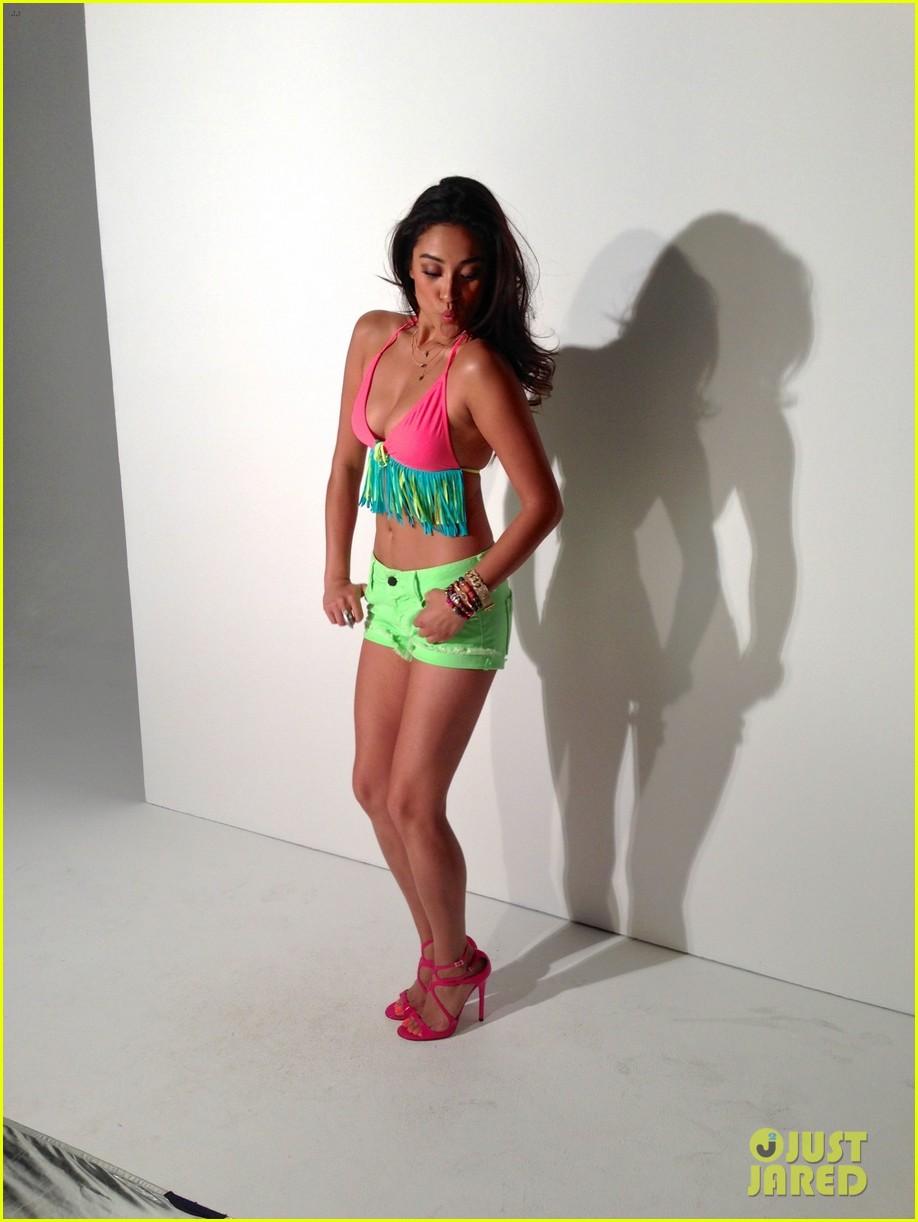 shay mitchell flaunts bikini body for self june 2013 052870558