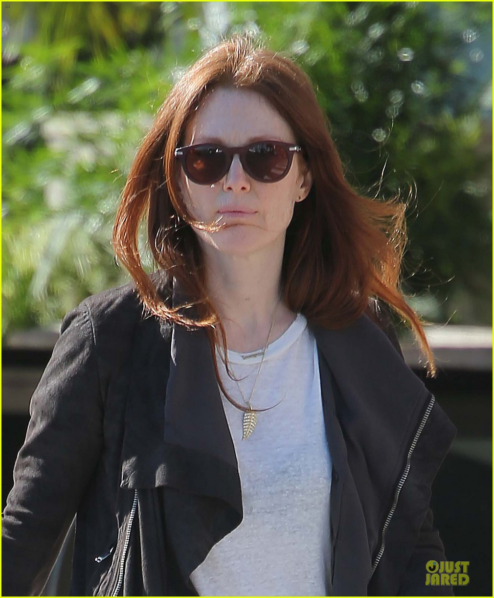 julianne moore the english teacher will screen at cannes film festival 022870345