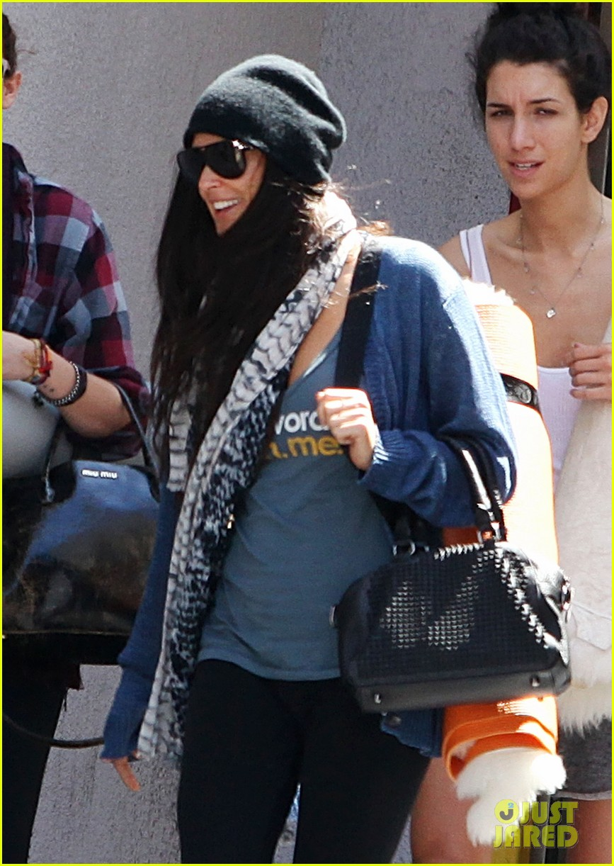 demi moore rumer willis leave yoga class together 022871003