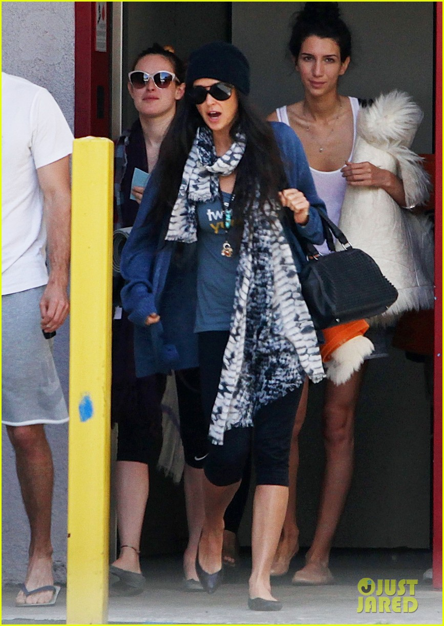 demi moore rumer willis leave yoga class together 082871010