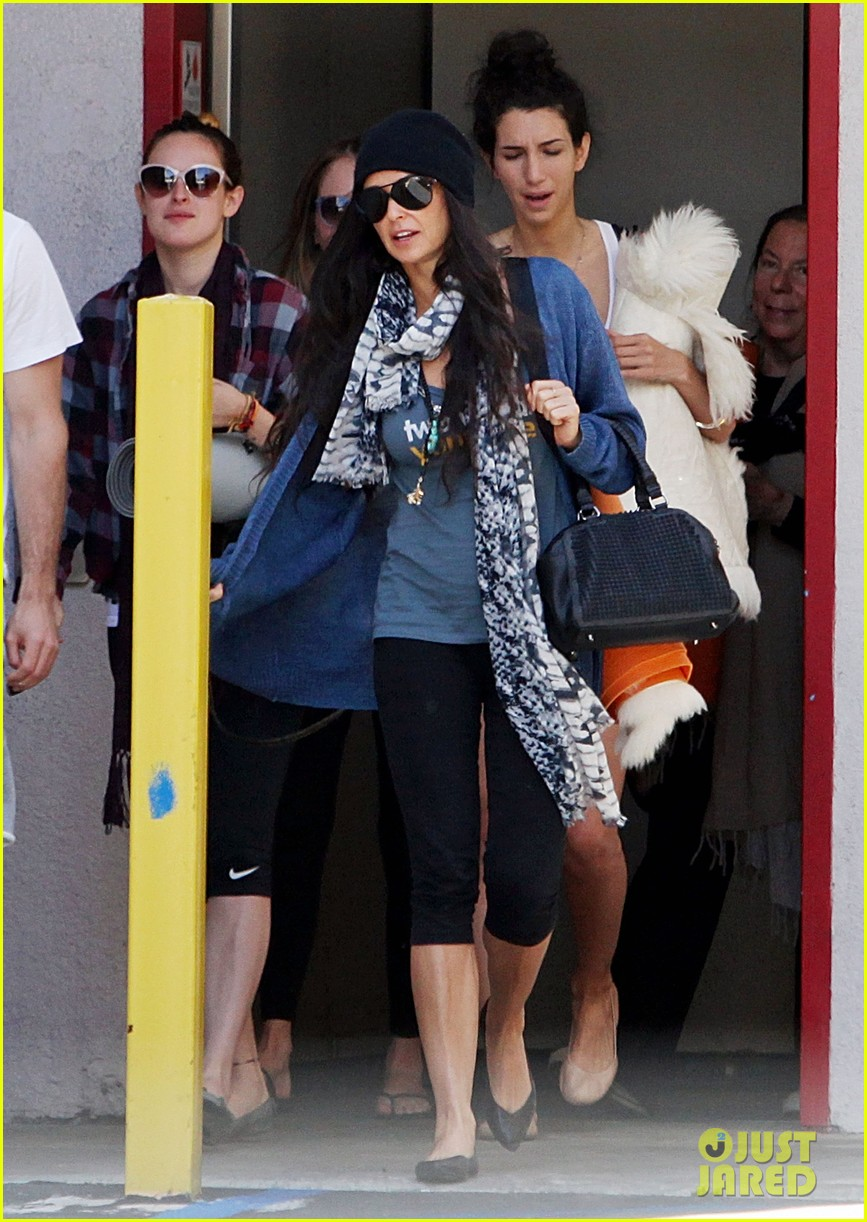 demi moore rumer willis leave yoga class together 132871015