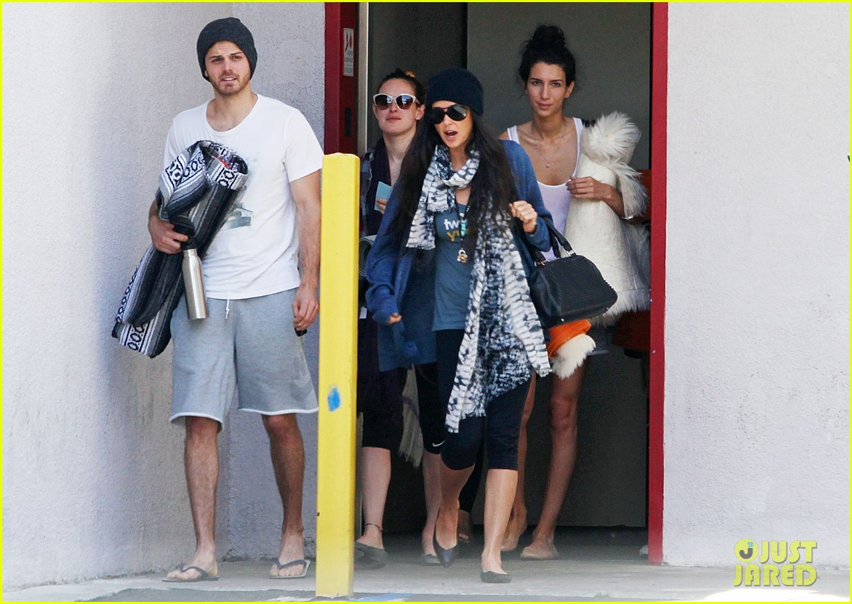demi moore rumer willis leave yoga class together 28