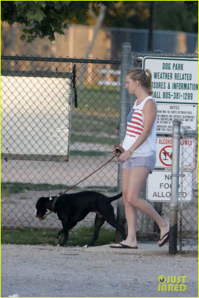 pregnant heather morris baby bump dog walk 042870905