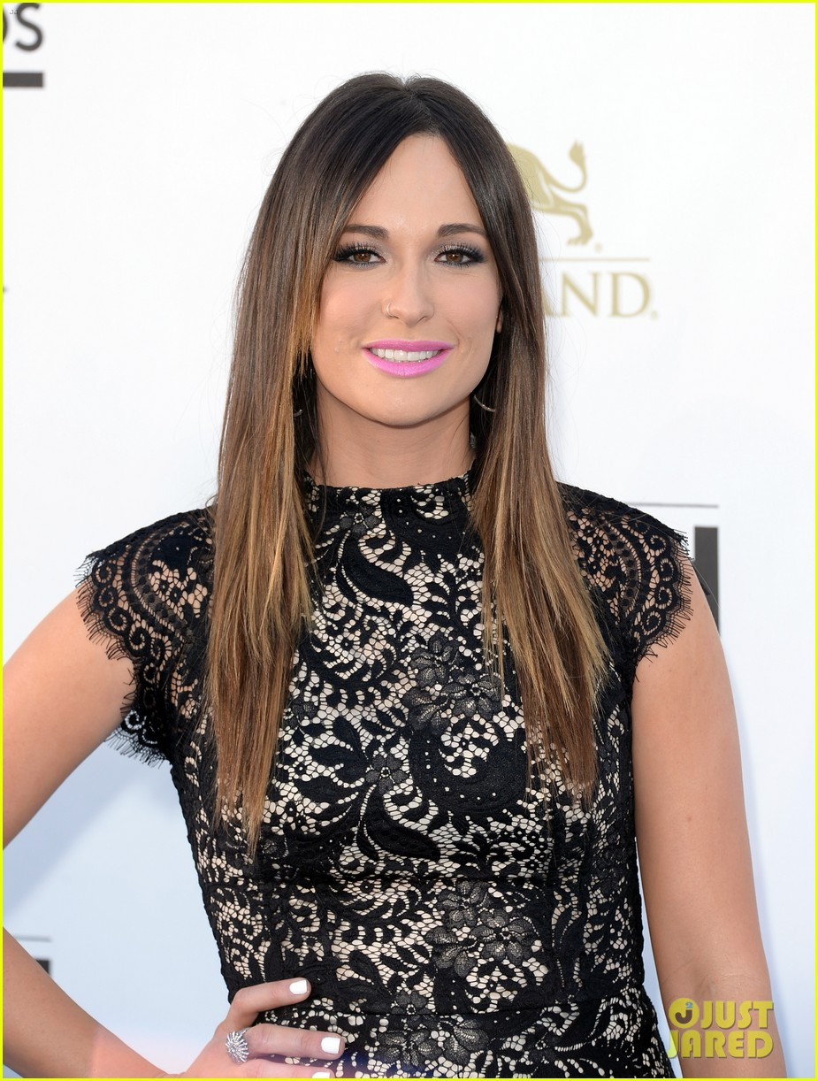 kacey musgraves billboard music awards 2013 red carpet 01
