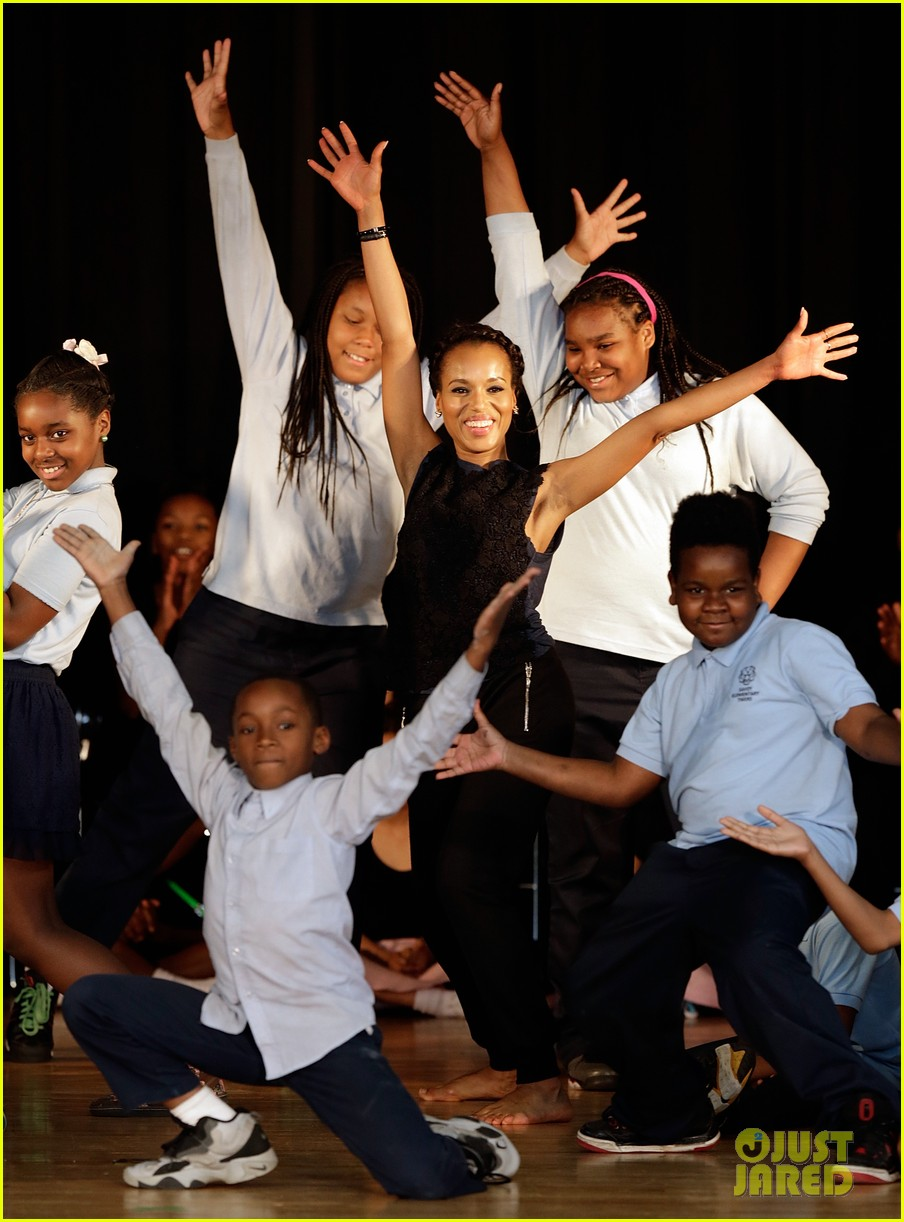 michelle obama kerry washington exercise with savoy school students 012877492