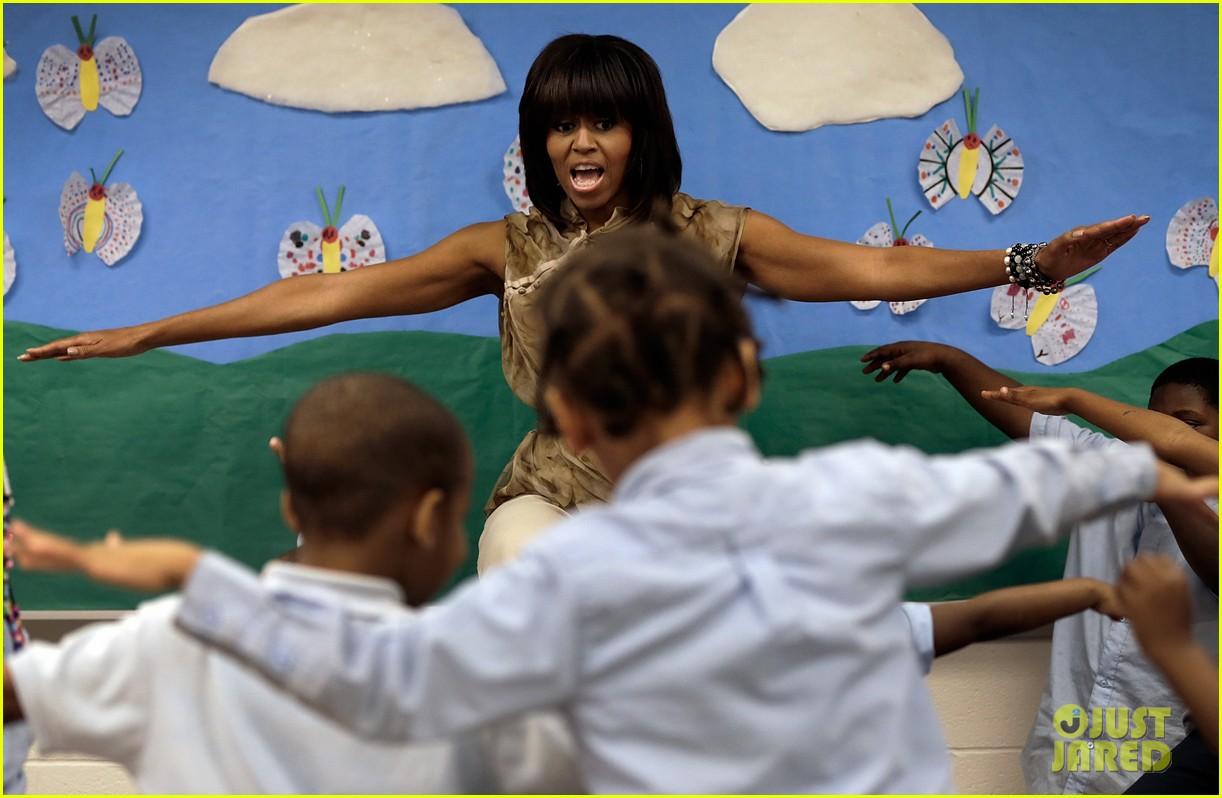 michelle obama kerry washington exercise with savoy school students 022877493