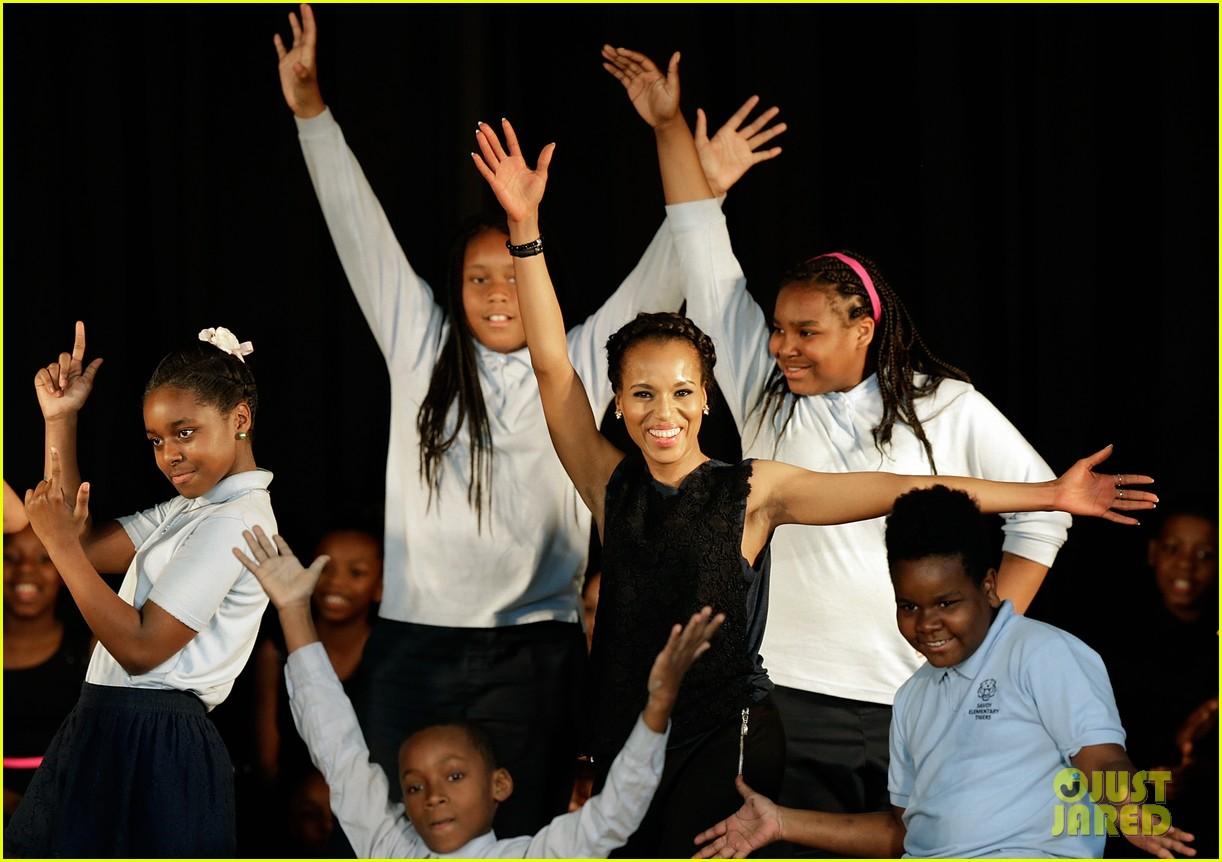 michelle obama kerry washington exercise with savoy school students 042877495