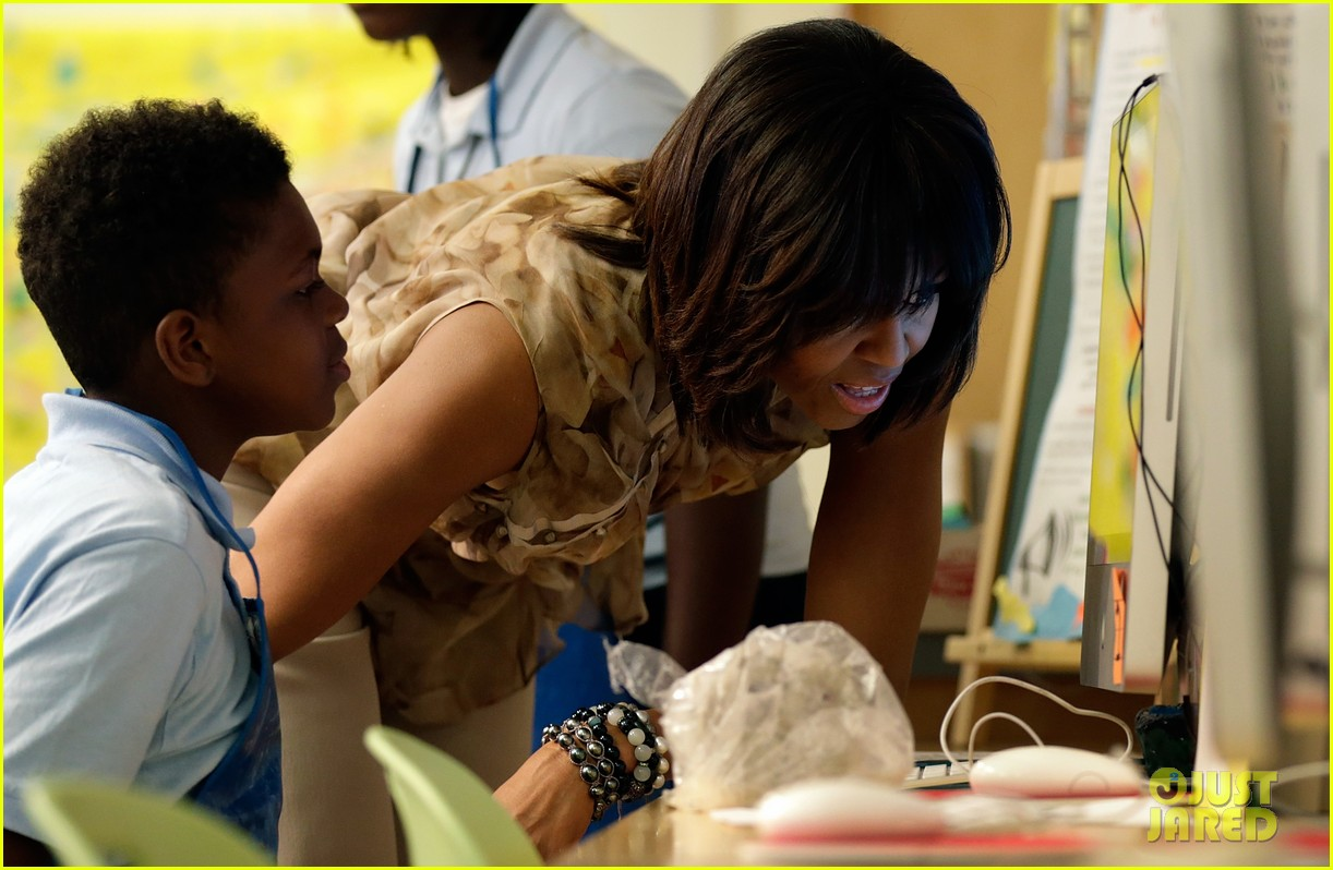 michelle obama kerry washington exercise with savoy school students 062877497