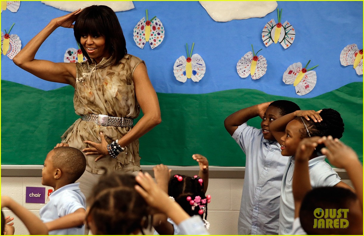 michelle obama kerry washington exercise with savoy school students 092877500