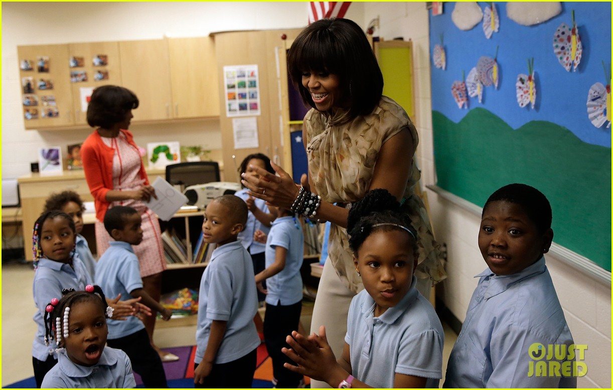 michelle obama kerry washington exercise with savoy school students 112877502