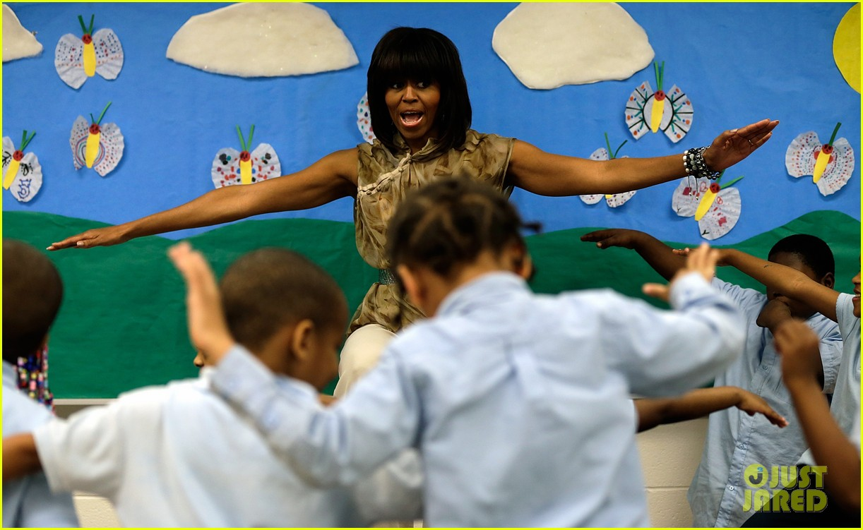 michelle obama kerry washington exercise with savoy school students 122877503