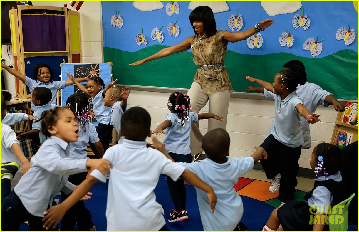 michelle obama kerry washington exercise with savoy school students 13
