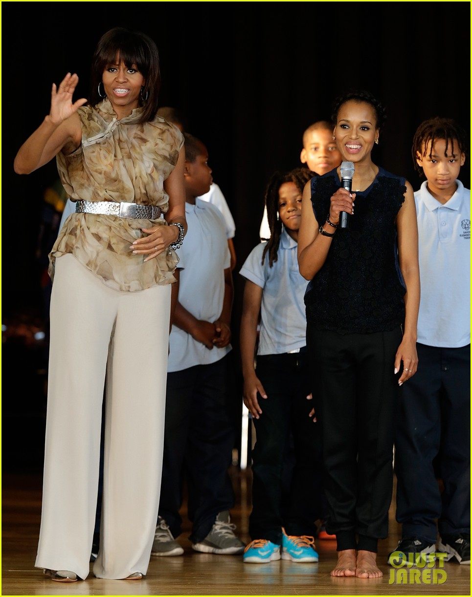 michelle obama kerry washington exercise with savoy school students 172877508