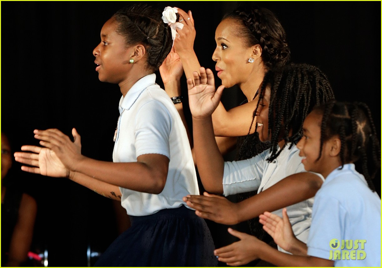 michelle obama kerry washington exercise with savoy school students 182877509