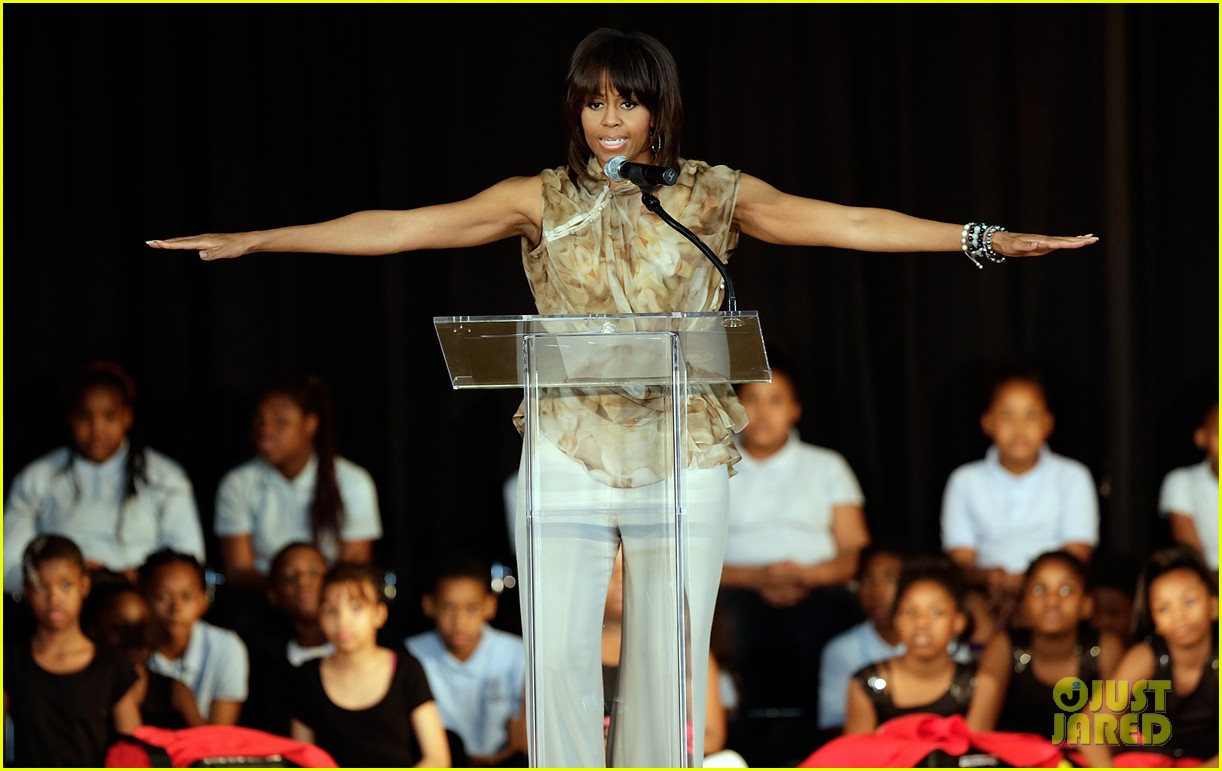 michelle obama kerry washington exercise with savoy school students 19
