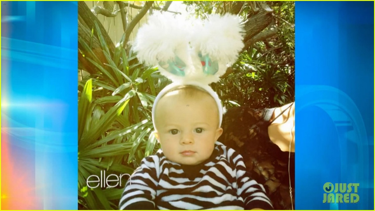 alex oloughlin shares son lion first photo 012876412