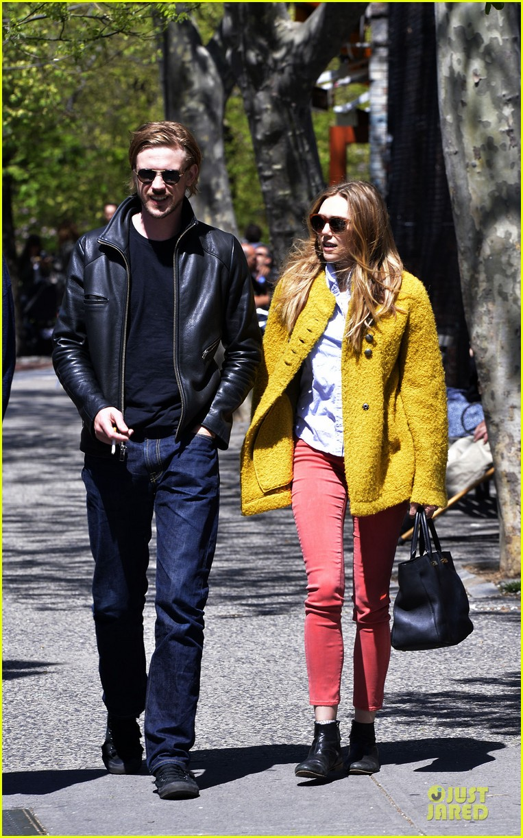 elizabeth mary kate olsen separate outings with boyfriends 022861456
