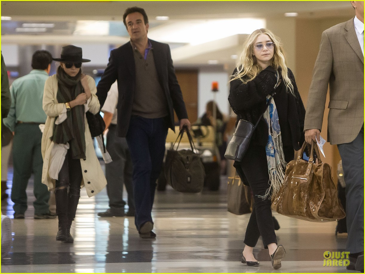 elizabeth mary kate olsen separate outings with boyfriends 042861458