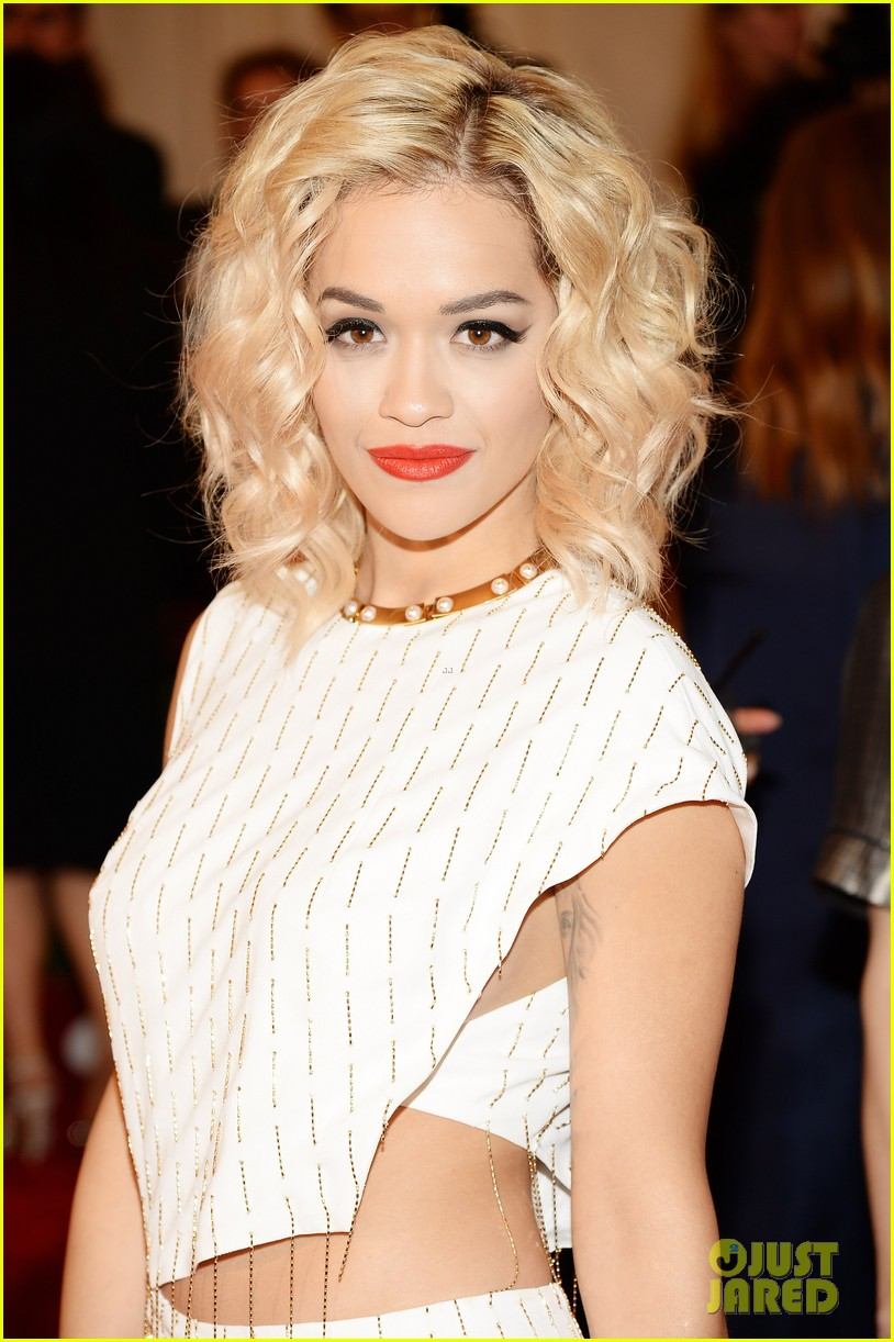 rita ora cara delevingne met ball 2013 red carpet 052865567
