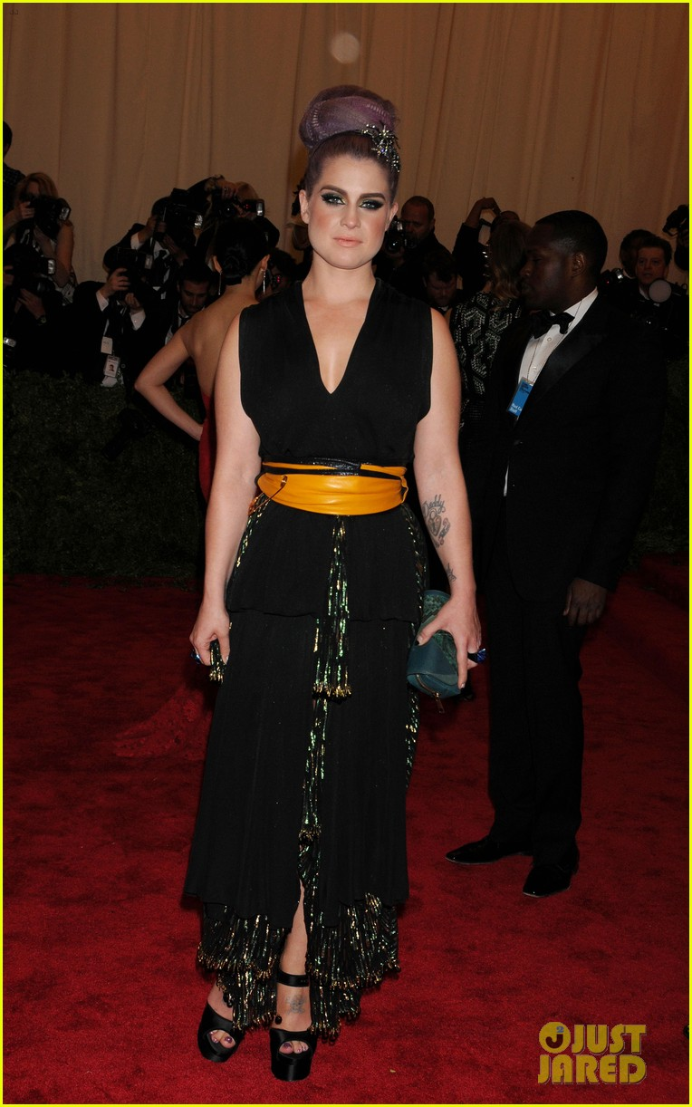 kelly osbourne matthew mosshart met ball 2013 red carpet 01