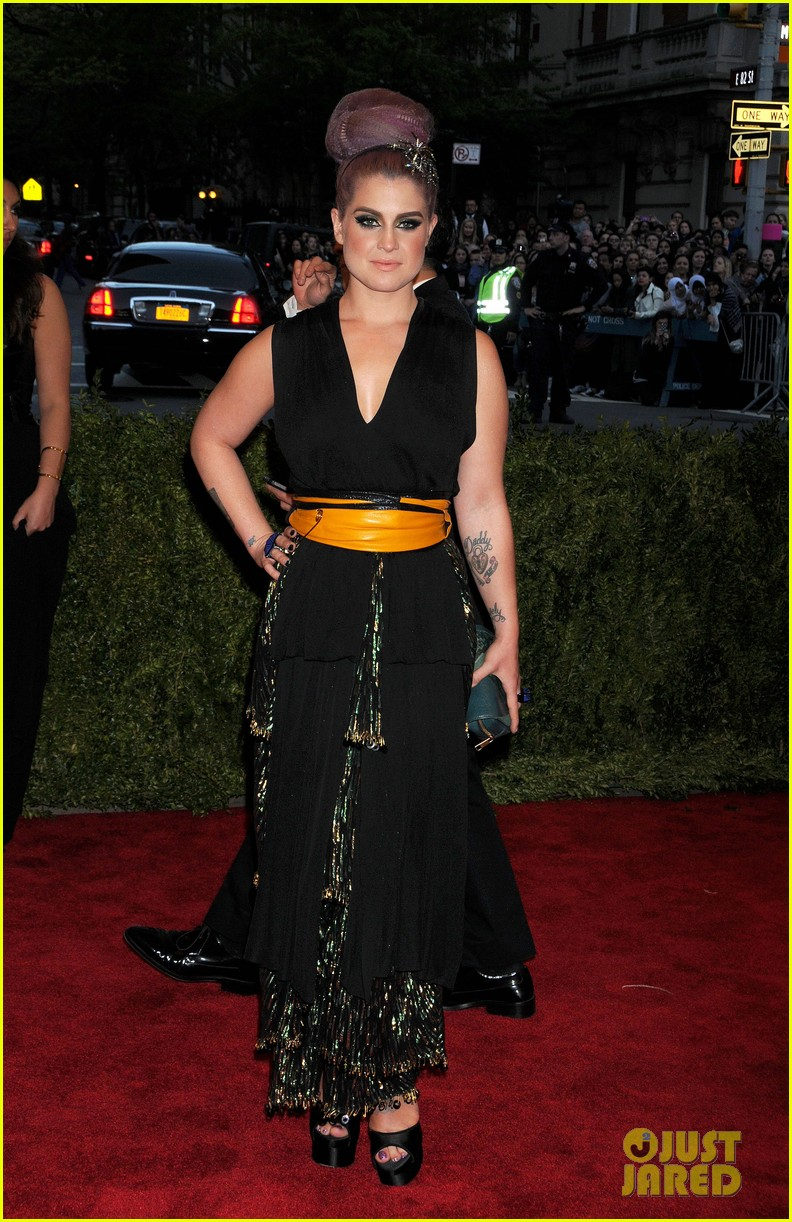 kelly osbourne matthew mosshart met ball 2013 red carpet 032865240