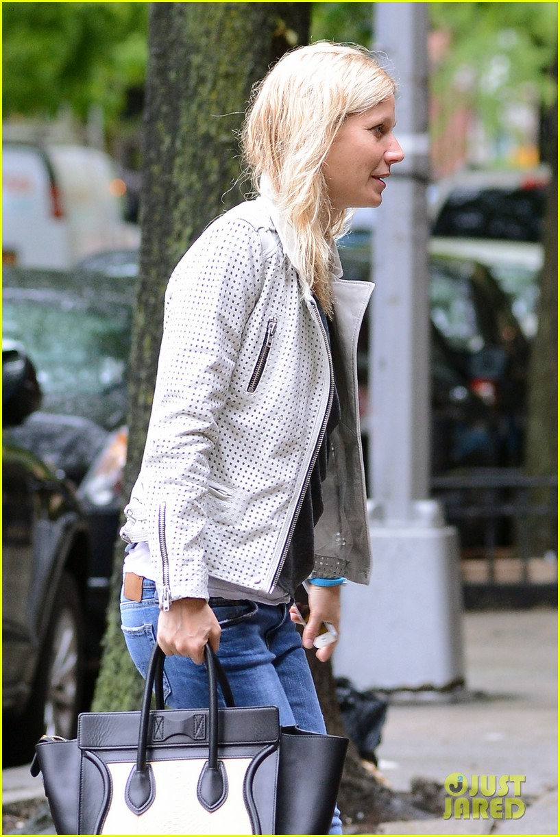 gwyneth paltrow gets caught in rain en route to photo shoot 022866710