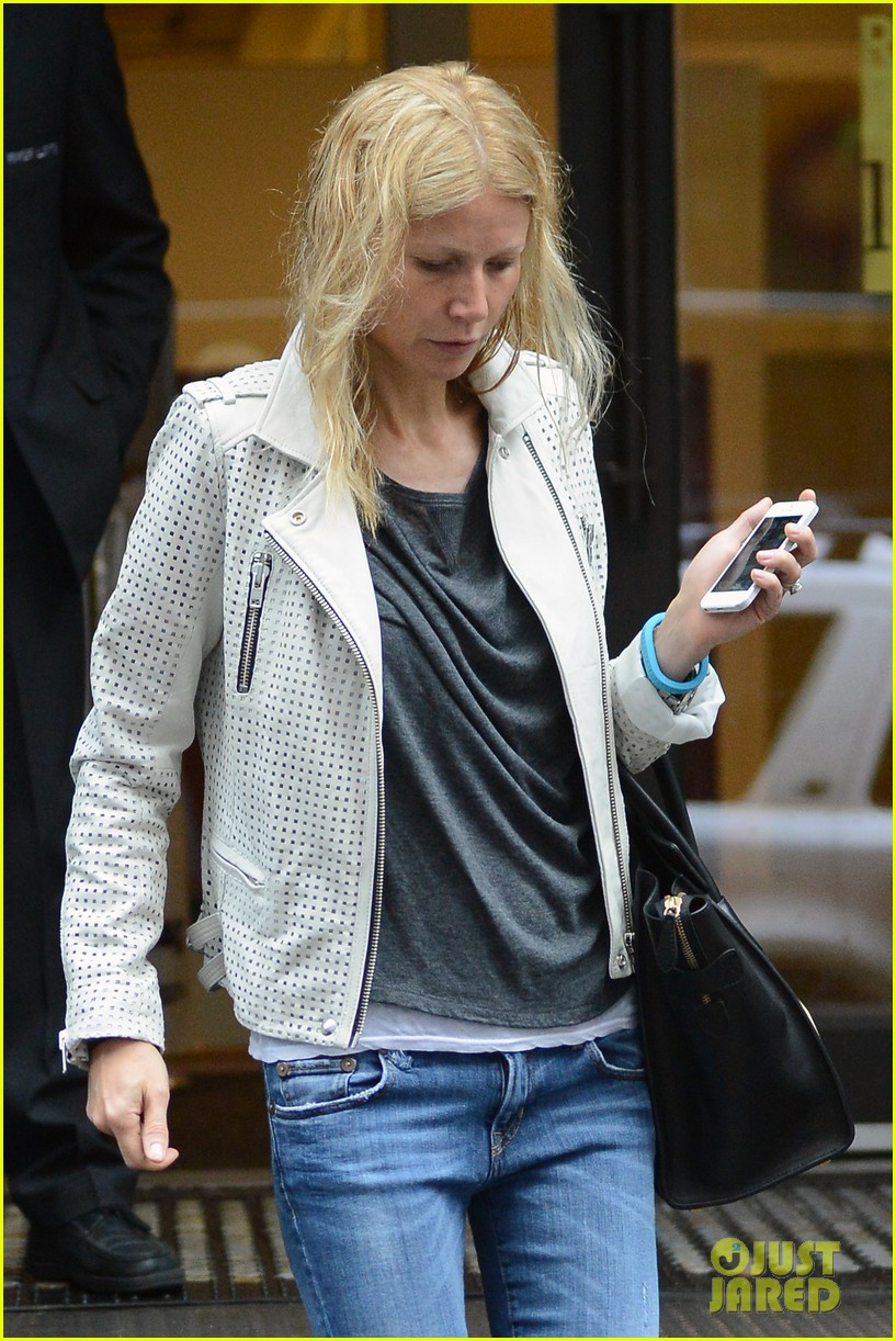 gwyneth paltrow gets caught in rain en route to photo shoot 042866712