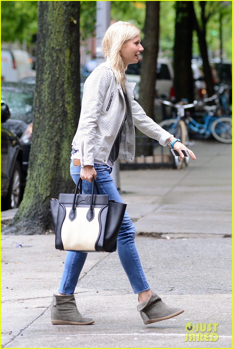 gwyneth paltrow gets caught in rain en route to photo shoot 052866713