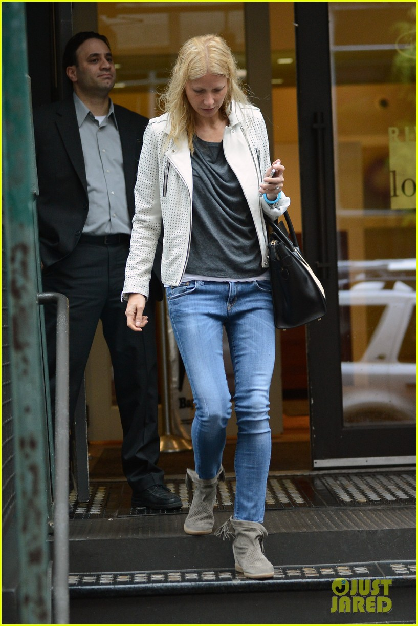 gwyneth paltrow gets caught in rain en route to photo shoot 072866715